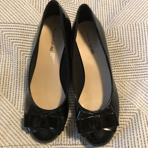 Girl's size 1.5 black patent wedge shoes